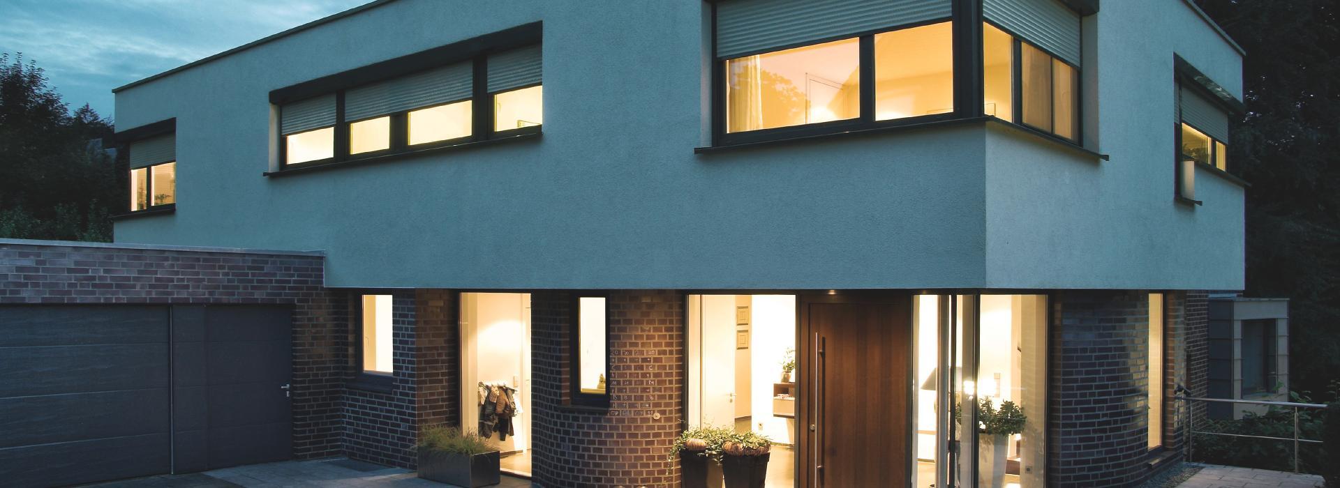 vorbaurollladen von roma der energiesparer vor dem fenster. Black Bedroom Furniture Sets. Home Design Ideas