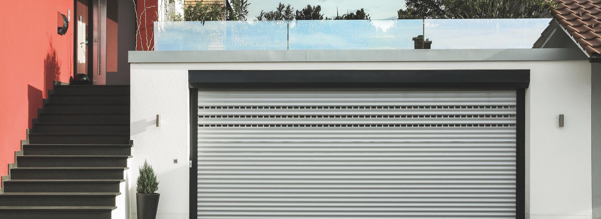 rolltore von roma f r mehr platz in ihrer garage. Black Bedroom Furniture Sets. Home Design Ideas