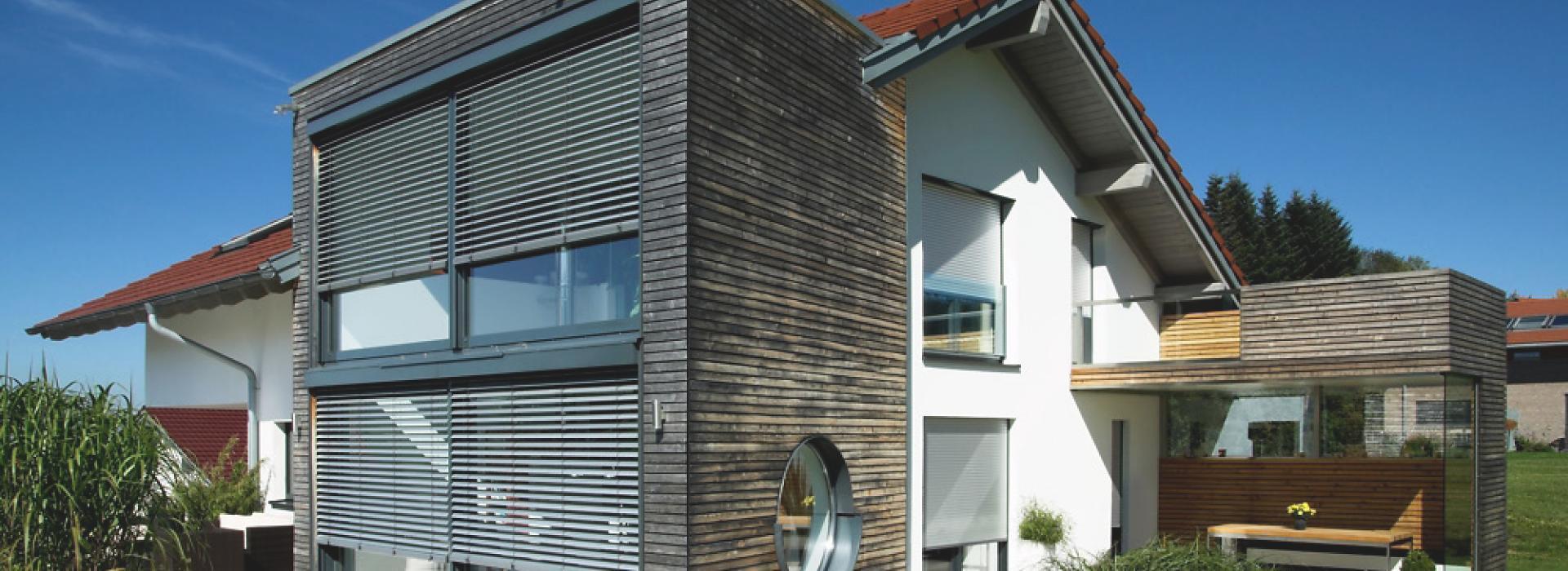 Favorit Vorbauraffstoren von ROMA bieten Komfort vor dem Fenster VX68