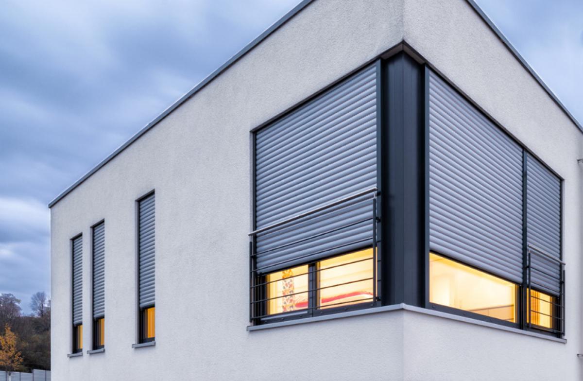 Roma rollladen f r schutz komfort und behaglichkeit - Fenster mit vorbaurolladen ...